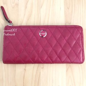 Coach Poppy Quilted Leather Zip Wallet EUC